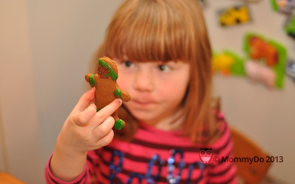 MommyDo Gingerbread decorating 1