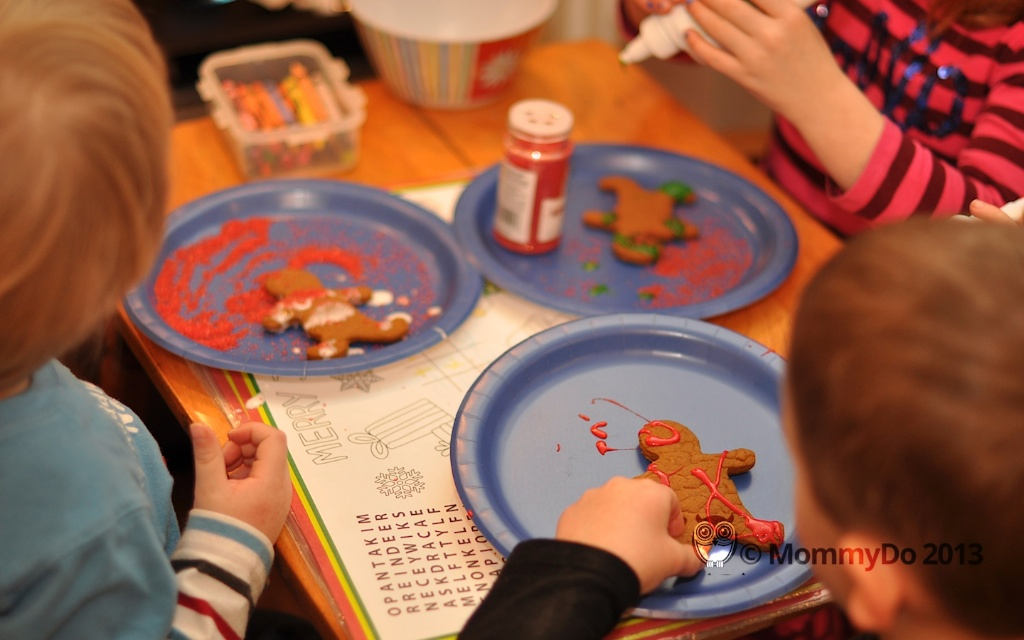 MommyDo Gingerbread decorating 7