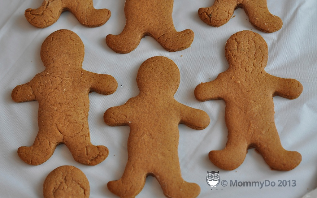 MommyDo Gingerbread decorating